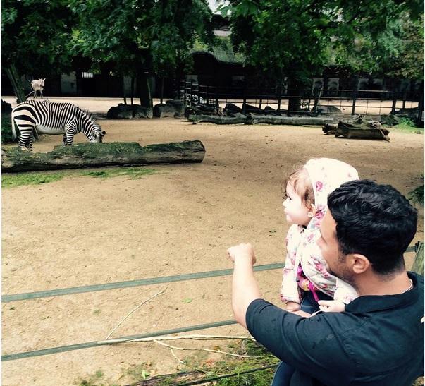 عکس / شاهرخ استخری و دخترش در باغ وحش
