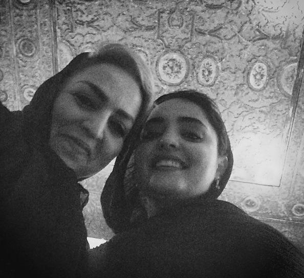 عکس / سلفی نرگس محمدی با مادرش