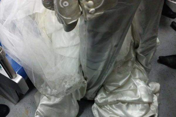 حضور عروس و داماد در مترو / عکس