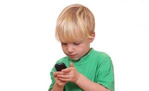 گوشی موبایل چه خطراتی برای کودکان دارد؟