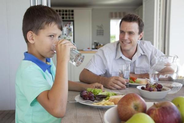 مشکلات نوشیدن آب سرد بعد از غذا