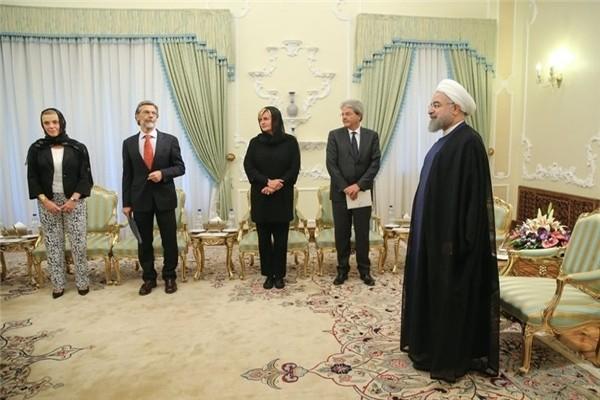 لباس عجیب زن ایتالیایی در دیدار با دکتر حسن روحانی