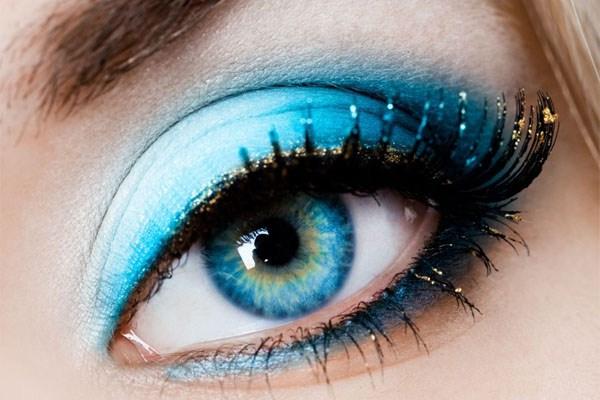 آموزش آرایش کردن متناسب با رنگ چشم