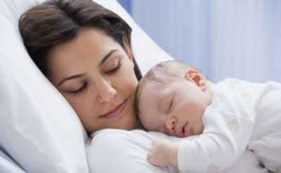 علت نزدیک شدن نوزاد به مادر در زمان تولد