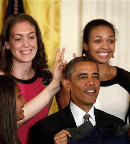 شوخی دخترها با رئیس جمهور! + عکس