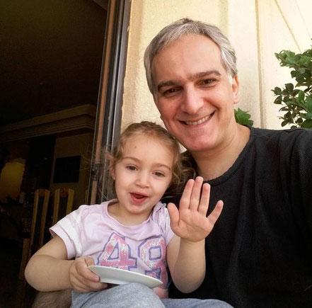 عکس سلفی بیژن بنفشه خواه و دخترش