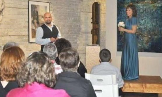 خانمی که با خودش ازدواج کرد! + عکس