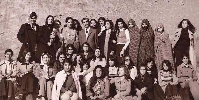 اردوی دختران دبیرستانی در دهه ۵۰ / عکس
