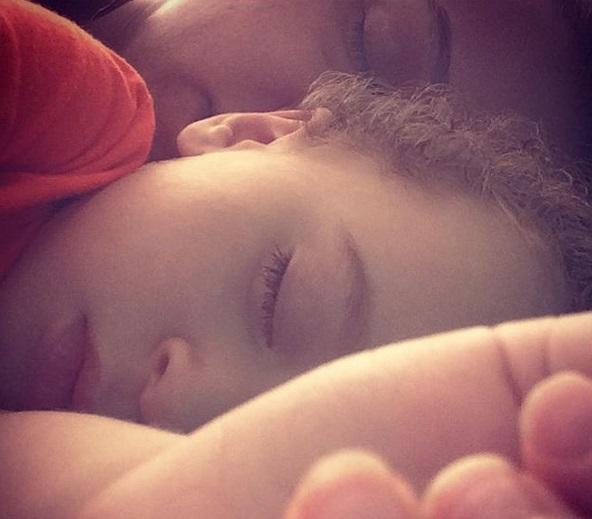 عکس / خواب روناک یونسی و پسرش