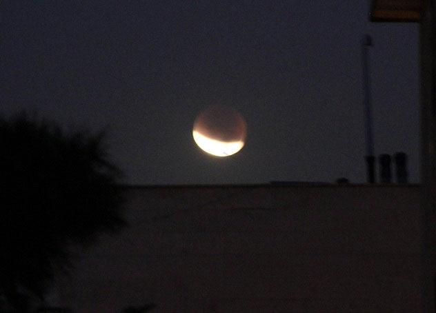 ماه گرفتگی بامداد امروز + تصاویر