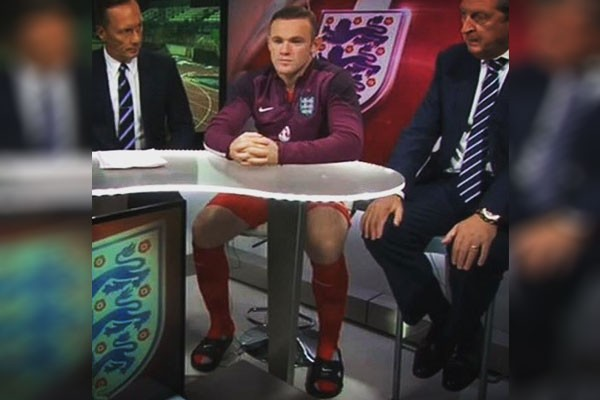 حضور ستاره فوتبال با دمپایی در برنامه تلویزیونی!
