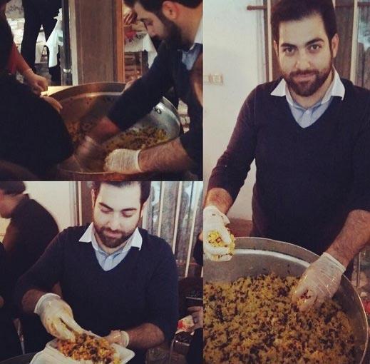 شاهین جمشیدی در حال کشیدن غذای نذری! / عکس