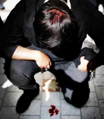 قمه زنی یک پسر تهرانی در روز عاشورا / عکس