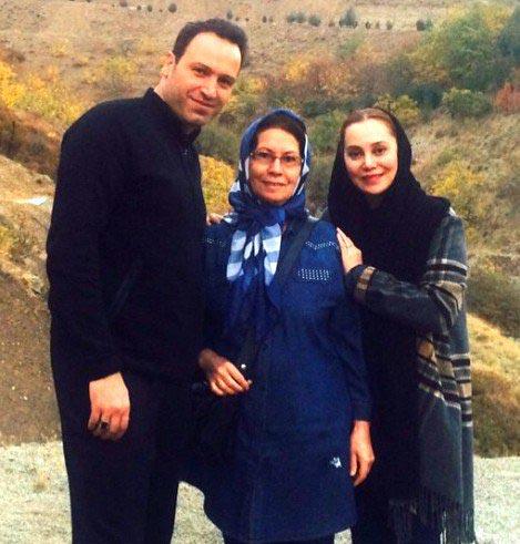 آرام جعفری در کنار مادر و همسرش / عکس