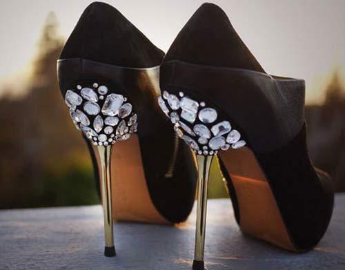 آموزش گام به گام جدیدترین روش تزئین کفش زنانه