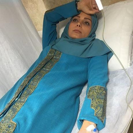 خانم مجری مشهور روی تخت بیمارستان! + عکس