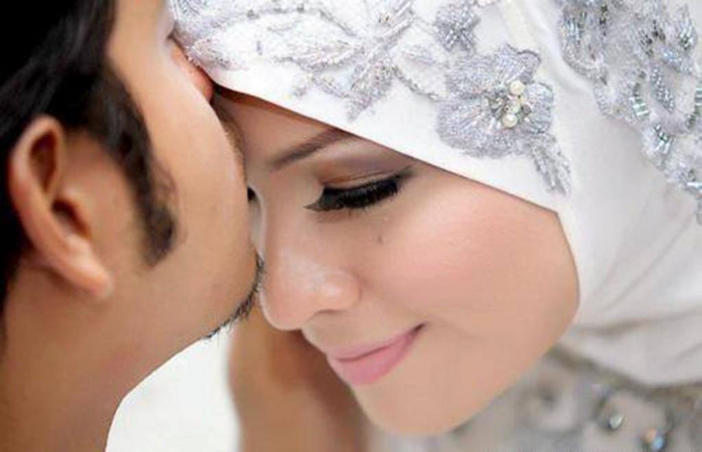 بوسیدن همسر و فواید عجیب آن