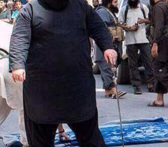 جلاد جدید داعش ((بولدوزر)) + عکس