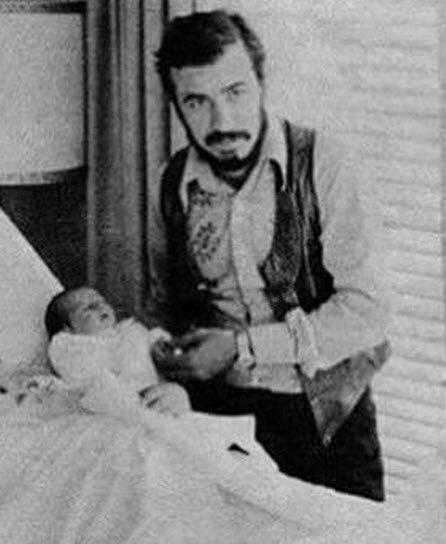 عکس دیده نشده از لحظه تولد لیلا حاتمی