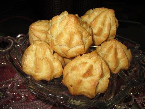 طرز تهیه نان خامه ای مخصوص شب یلدا