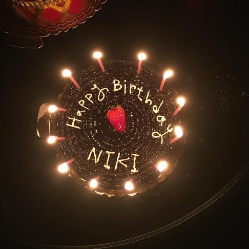 عکسی از کیک تولد چهل و چهار سالگی نیکی کریمی