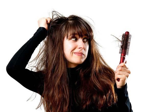 ۷ دلیل مهم ریزش مو