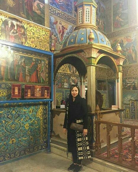 لیلا اوتادی در کلیسای وانک اصفهان / عکس