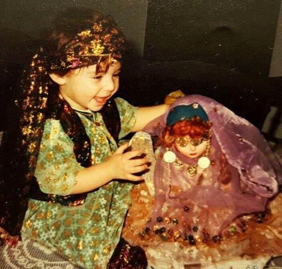 عکسی از عروسک بازی نیوشا ضیغمی در کودکی