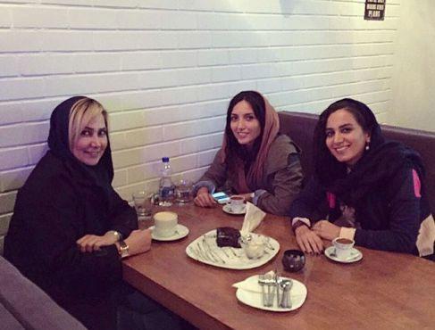 آنا نعمتی و دوستانش در یک کافی شاپ+عکس