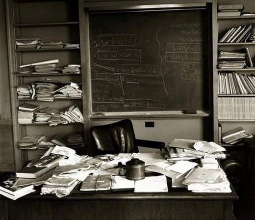 دفتر کار شلخته آلبرت انیشتین! + تصاویر