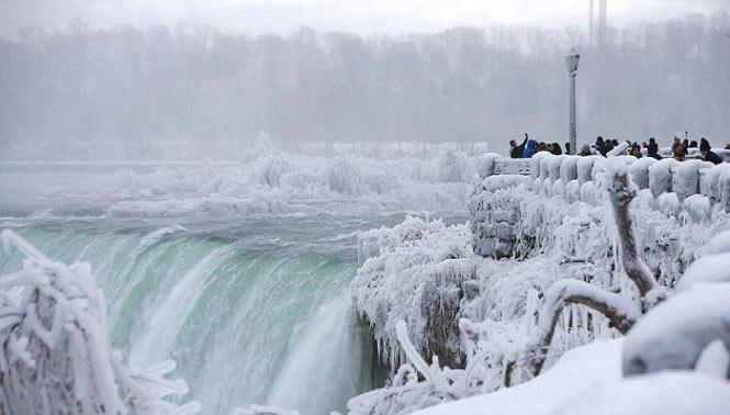 تصاویر بسیار زیبا و باورنکردنی از آبشار یخ زده نیاگارا