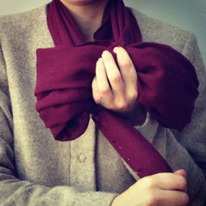 روش بستن شال گردن به شکل پاپیون