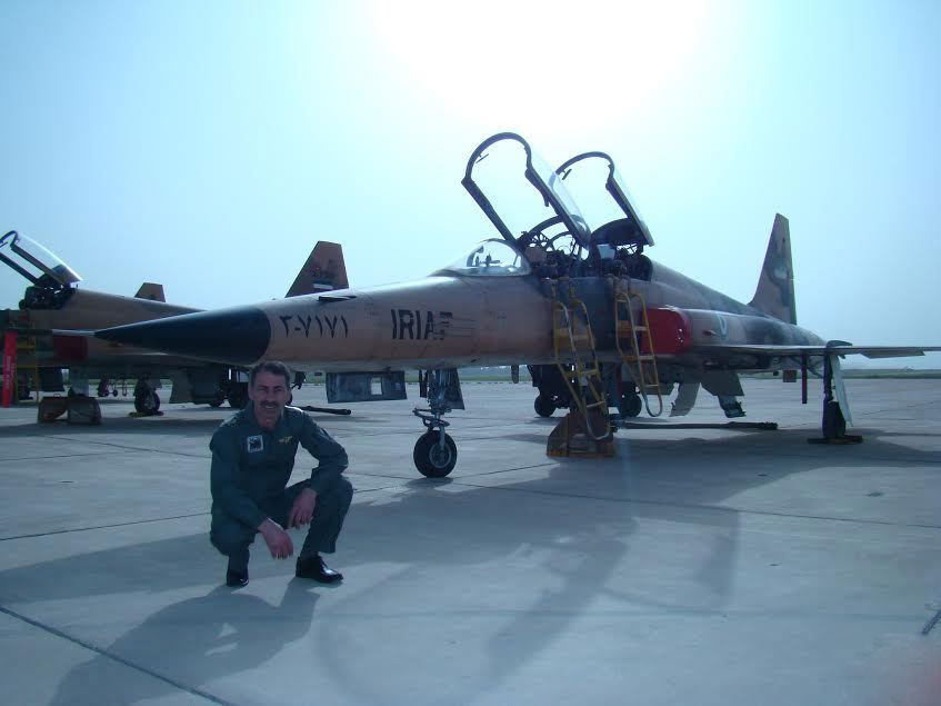 هواپیمای آقای خمینی را بزن! +عکس