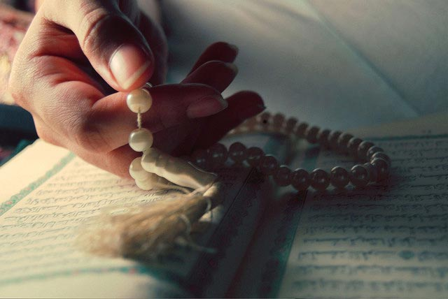 کدام ذکر برای درمان بیماری ها و آمرزش گناهان مفید است؟