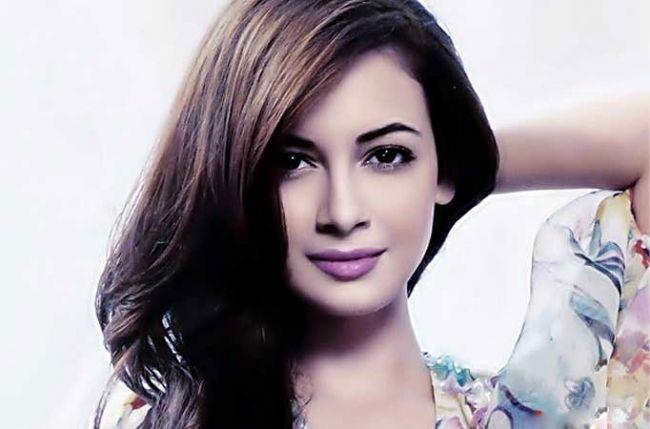 هنرپیشه زن هندی:من نمی توانم به آقای گلزار دست بزنم