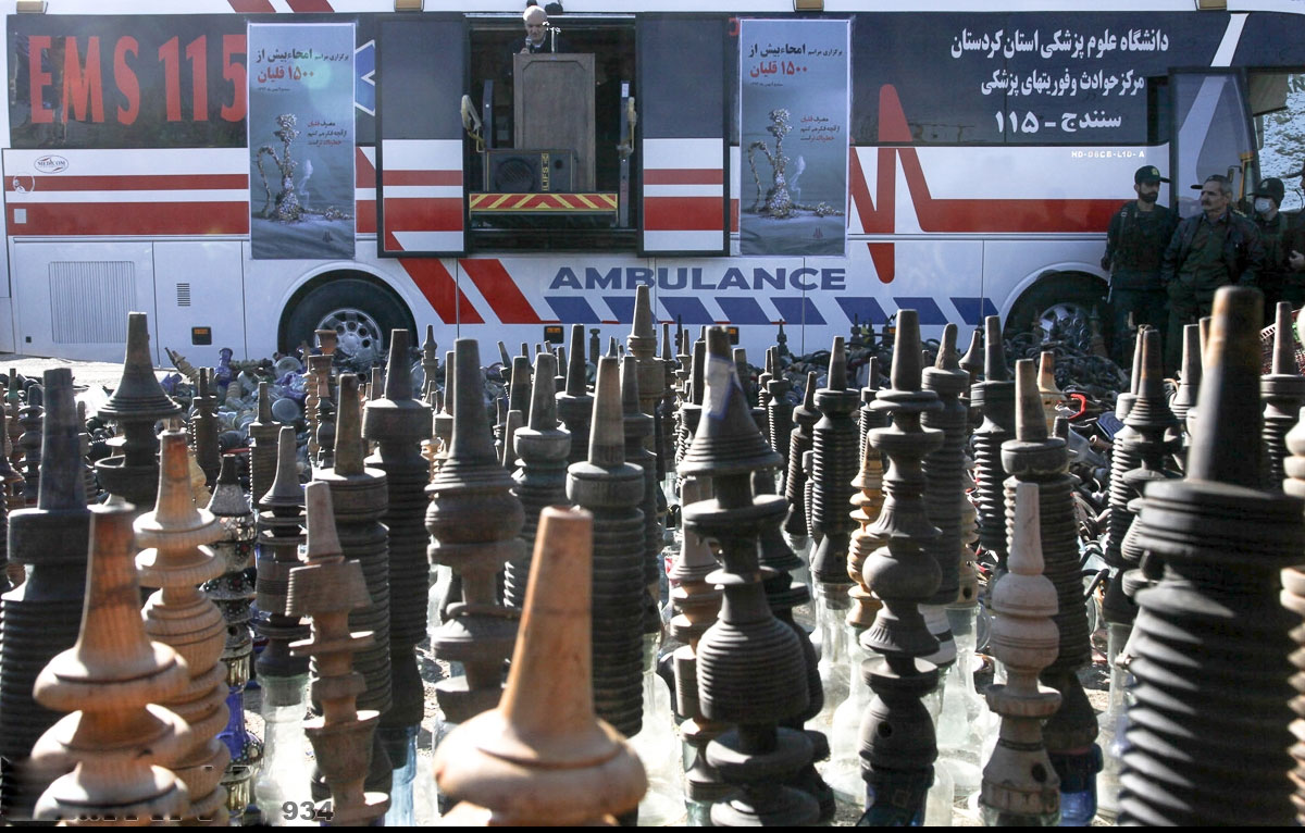 جمع اوری بیش از ۱۰۰۰ قلیان در سنندج+عکس
