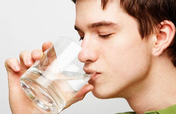 فواید شگفت انگیز نوشیدن آب که نمیدانید