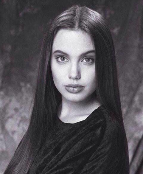 آنجلینا جولی در دوران نوجوانی + عکس