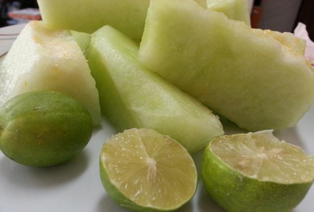 هرگز این میوه ها را باهم نخورید