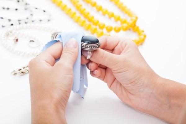 جواهرات خود را با این مواد تمیز کنید