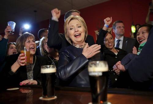 حضور هیلاری کلینتون نامزد دموکرات انتخابات ریاست جمهوری آمریکا در یک رستوران در شهر یانگستون ایالت اوهایو