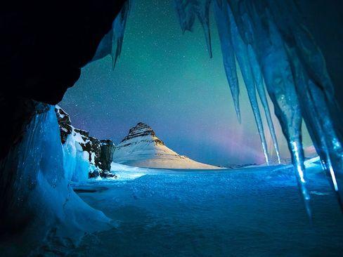 غار یخی در غرب ایسلند