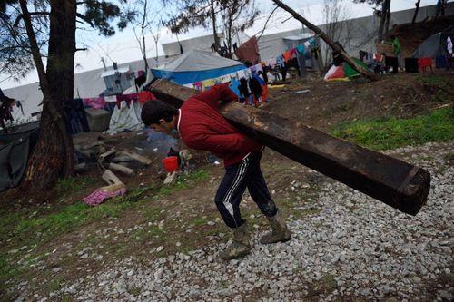 پناهجویان خاورمیانه ای در مرز یونان و مقدونیه