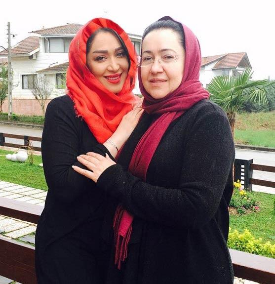 عکس جدید سارا منجزی در کنار مادرش
