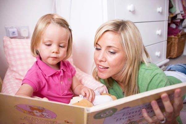 فواید باورنکردنی داستان خواندن برای کودکان