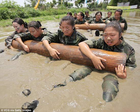 آموزش های سخت نظامی دختران چینی + تصاویر