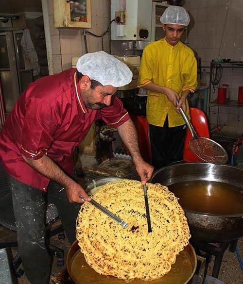 بزرگترین زولبیای ایرانی در شیراز + تصاویر