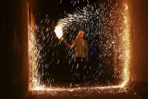آتش بازی جوانان فلسطینی به مناسبت رمضان – اردوگاه جبالیه در باریکه غزه