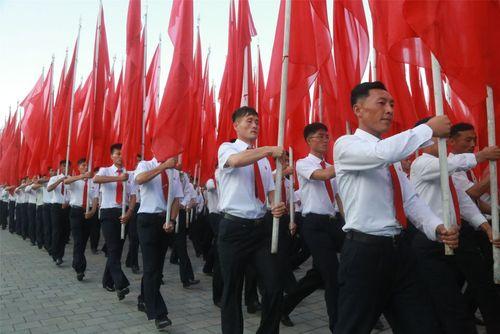 برگزاری تظاهرات ضد آمریکایی در شصت و ششمین سالگرد آغاز جنگ دو کره – پیونگ یانگ