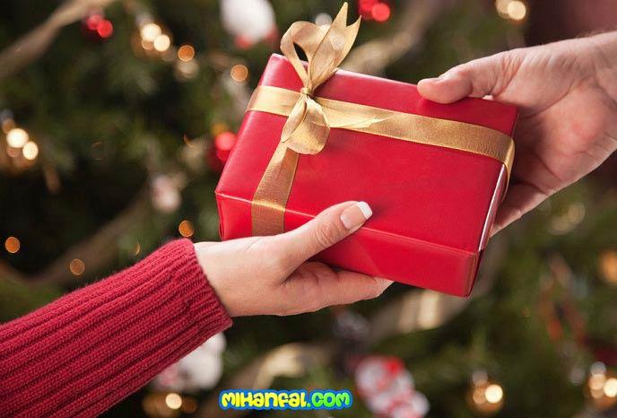 چه هدیه ای برای نامزد خود بگیریم؟
